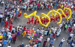 Festival da dança do dragão na rua Imagem de Stock