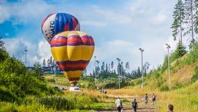 Festival de aerostación en el centro turístico Igora, región de Leningrad, el 9 de agosto de 2014 imagen de archivo