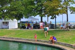 Festival de arte das proximidades do lago Imagem de Stock Royalty Free