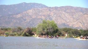 Festival de barco de dragão em Santa Fe Dam Recreation Area video estoque