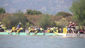 Festival de barco de dragão em Santa Fe Dam Recreation Area vídeos de arquivo
