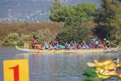 Festival de bateau de dragon chez Santa Fe Dam Recreation Area images libres de droits