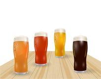 Festival de bière Différents types de bière en verres Saucisses grillées, hot-dog Illustration Images libres de droits
