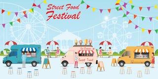 Festival de camion de nourriture de rue avec la nourriture et la boisson photographie stock libre de droits