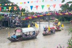 Festival de flottement de bougie de Chado de jeune homme, Thaïlande Images libres de droits