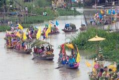 Festival de flottement de bougie de Chado de jeune homme, Thaïlande Image libre de droits