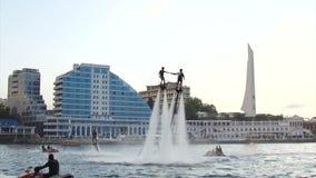 Festival de Flyboarding na margem - em agosto de 2016, Sevastopol, Crimeia video estoque