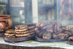 Festival de la barbacoa con las porciones de carne Fotografía de archivo libre de regalías