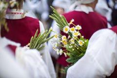 Festival de la canción y de la danza en Letonia Procesión en Riga Elementos de ornamentos y de flores Letonia 100 años Fotos de archivo libres de regalías
