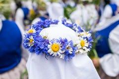 Festival de la canción y de la danza en Letonia Procesión en Riga Elementos de ornamentos y de flores Letonia 100 años Foto de archivo