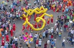 Festival de la danza del dragón en la calle Fotografía de archivo libre de regalías