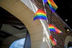 Festival de la fierté le 19 août 2017 LGBT de Doncaster, drapeau d'arc-en-ciel buting o Photos stock