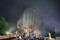 Festival de la huella de Buda en la montaña Imagenes de archivo