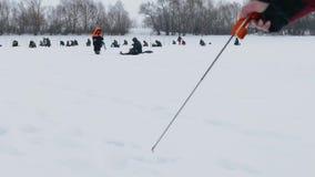Festival de la pesca 2 de marzo de 2019 Udryak, distrito de Chishminsky, república de Bashkortostan, Rusia almacen de metraje de vídeo