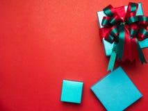Festival de la tarjeta del día de San Valentín, caja de regalo del Año Nuevo con la cinta roja CCB rojo Foto de archivo