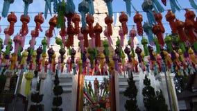 Festival de lampes de Lanna Lantern chez Wat Phra That Hariphunchai clips vidéos