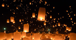 Festival de linternas del cielo o festival de Yi Peng en Tailandia Fotos de archivo libres de regalías