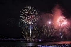 Festival 2016 de los fuegos artificiales de Busán - pirotecnia de la noche Imagen de archivo