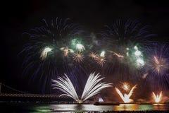 Festival 2016 de los fuegos artificiales de Busán - pirotecnia de la noche Imagenes de archivo