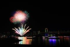 Festival de los fuegos artificiales de la bahía del odaiba de Tokio Fotografía de archivo libre de regalías