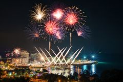 Festival de los fuegos artificiales de la cuenta descendiente de la playa de Bangsan Imágenes de archivo libres de regalías