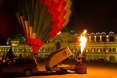 Festival de los globos del aire caliente, comienzo de la noche imagen de archivo