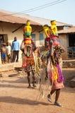 Festival de los grados de edad de Otuo - mascarada en Nigeria Foto de archivo libre de regalías