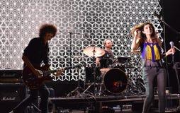 Festival de música cercano de Yasmine Hamdan y del mundo de Balkanik 7 de la banda en Bucarest Fotografía de archivo