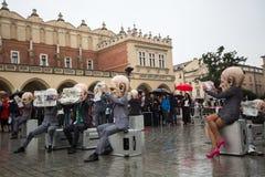 Festival de nuit de théâtre de Cracovie - KTO Teatre Peregrinus, écrit par J Zon dans la place principale du marché Photo libre de droits