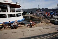 Festival de rue sur les banques de la rivière Photos stock