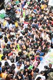 Festival de Songkarn na estrada de Silom, Banguecoque, Tailândia 15 de abril de 2014 Fotografia de Stock Royalty Free