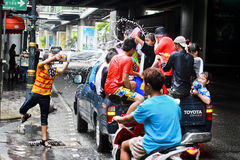 Festival de Songkarn na estrada de Sukhumvit, Banguecoque, Tailândia 15 de abril de 2014 Imagem de Stock Royalty Free
