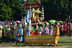 Festival de Songkran dans le style de Thaïlandais-lundi Photos libres de droits