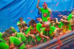 Festival de Tomatina do La na cidade espanhola imagens de stock