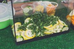 Festival degli alimenti a rapida preparazione della via, ingredienti per i cocktail Fotografia Stock