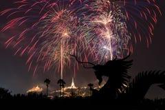 Festival del dragón y de los fuegos artificiales en Phetchaburi, Tailandia Fotos de archivo libres de regalías