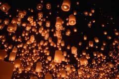 Festival del fuego artificial de las linternas del cielo, Chiangmai, Tailandia, Loy Krathong Foto de archivo