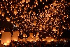 Festival del fuoco d'artificio delle lanterne del cielo, Chiangmai, Tailandia, Loy Krathong Fotografia Stock