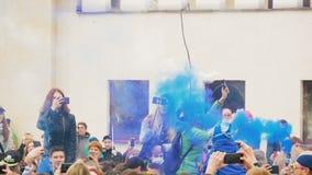 Festival del humo coloreado almacen de video