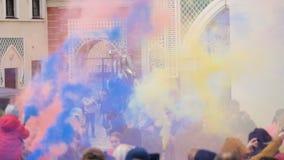 Festival del humo coloreado - 180 fps a cámara lenta almacen de metraje de vídeo