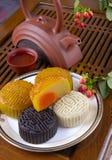 Festival del Mediados de-Otoño para comer la torta de luna Foto de archivo libre de regalías