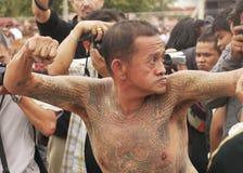 Festival del tatuaggio allo scoppio Phra di Wat in Nakhon Chaisi Fotografia Stock