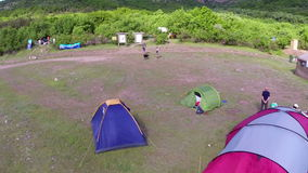 Festival del turismo ecologico, campeggio (prospettiva aerea) stock footage