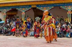 Festival den maskerade dansen i den Takthok kloster, Indien royaltyfri bild