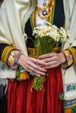 Festival di ballo e di canzone in Lettonia Processione a Riga Elementi degli ornamenti e dei fiori La Lettonia 100 anni Immagine Stock
