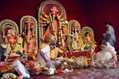 Festival di Durga della famiglia di Kolkata Immagine Stock