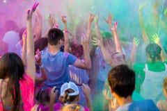 Festival di Holi di colore Celebrazione di Holi Nuvole di pittura variopinta nell'aria Immagini Stock Libere da Diritti