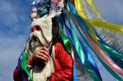 Festival di Natale nel villaggio di Orlovka Kartal Festeggiamenti pieghi sulle vie - la tradizione arcaica di portare ha fatto, o fotografie stock libere da diritti