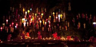 Festival di nuovo anno, candele del fuoco della rana pescatrice buddista alla t Immagine Stock