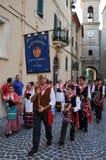 Festival di vino nel villaggio medievale di Staffolo nell'AIS centrale fotografie stock libere da diritti